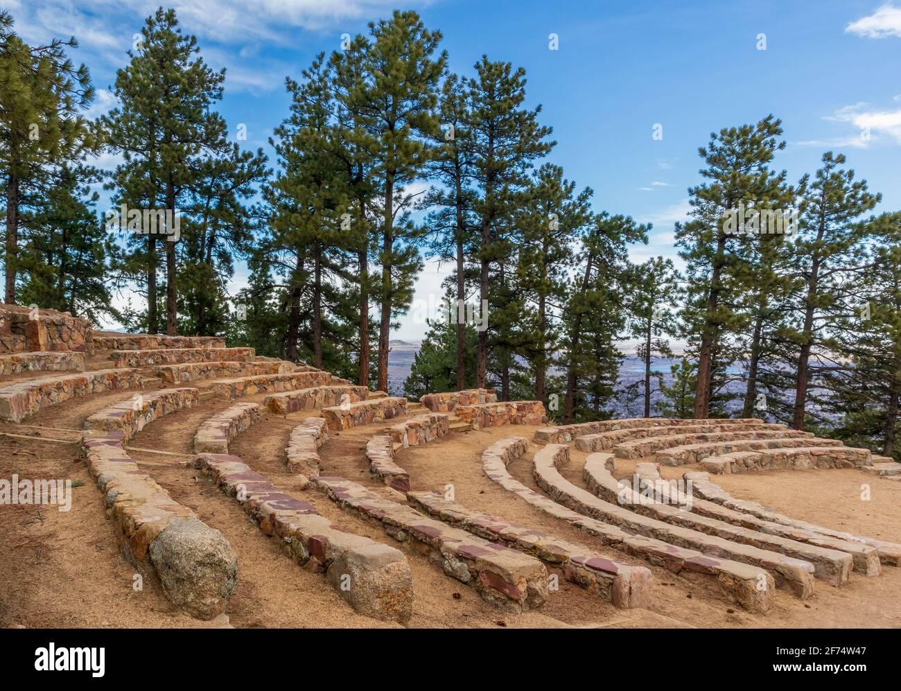 Sunrise Circle Amphitheater en la cima de Flagstaff Mountain en Boulder Mountain Park, Colorado Foto de stock
