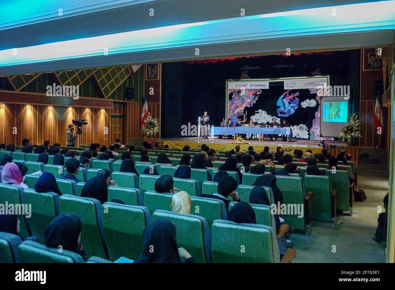 Presentación sobre conferencia internacional sobre pintura persa, Universidad de Tabriz, Irán Foto de stock
