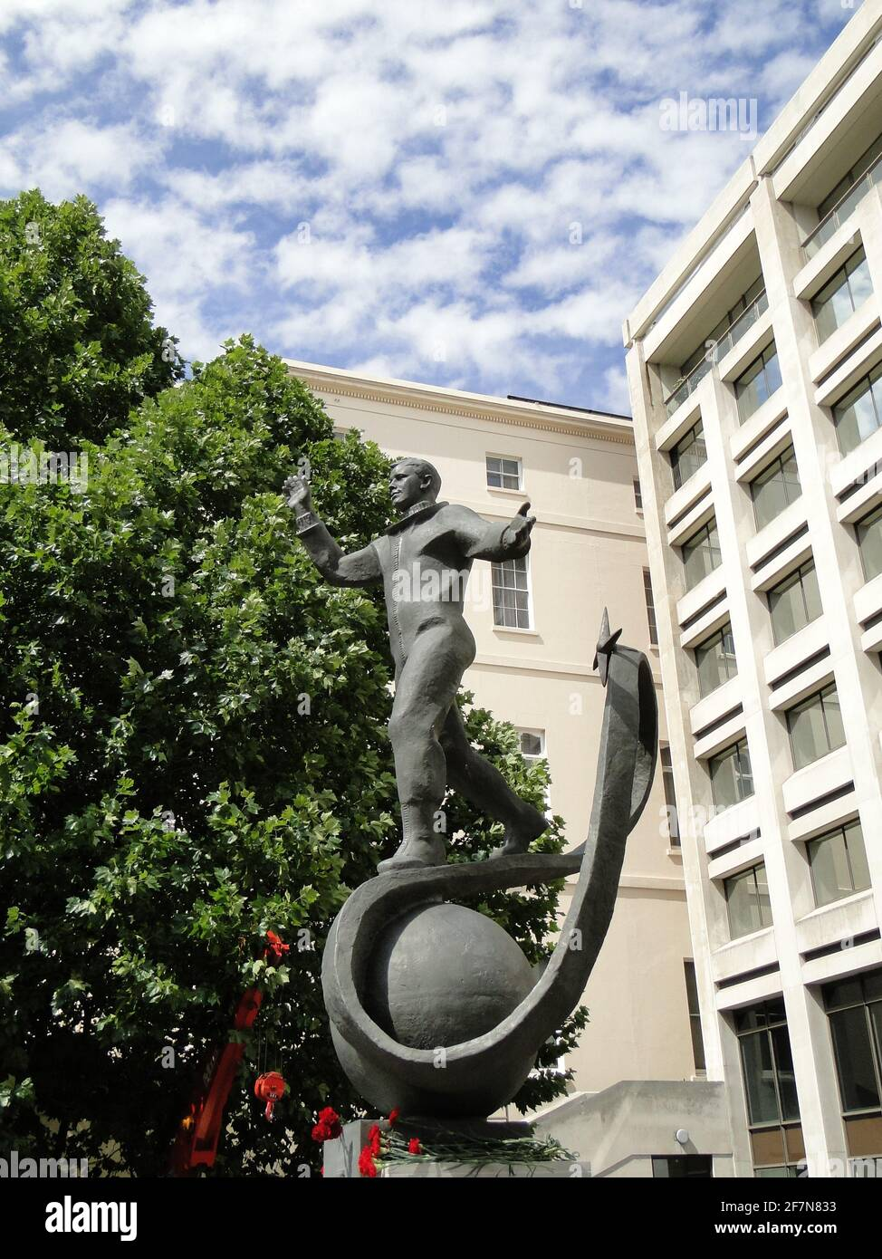Desvelando la estatua a Yuri Gagarin - el primer hombre en el cosmos en el edificio del British Council en Londres, Reino Unido Foto de stock