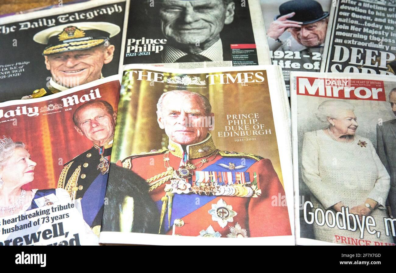 Londres, Reino Unido. 10th de Abr de 2021. Los periódicos británicos rinden homenaje al príncipe Felipe que murió el 9th de abril a los 99 años. Crédito: Mark Thomas/Alamy Live News Foto de stock