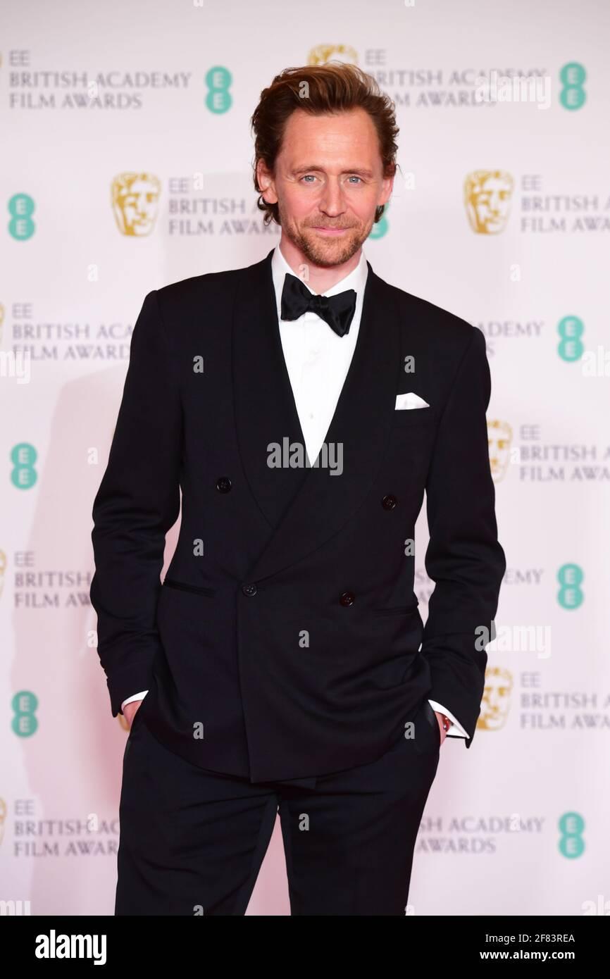 Tom Hiddleston llega a los EE BAFTA Film Awards en el Royal Albert Hall de Londres. Fecha de la foto: Domingo 11 de abril de 2021. Foto de stock