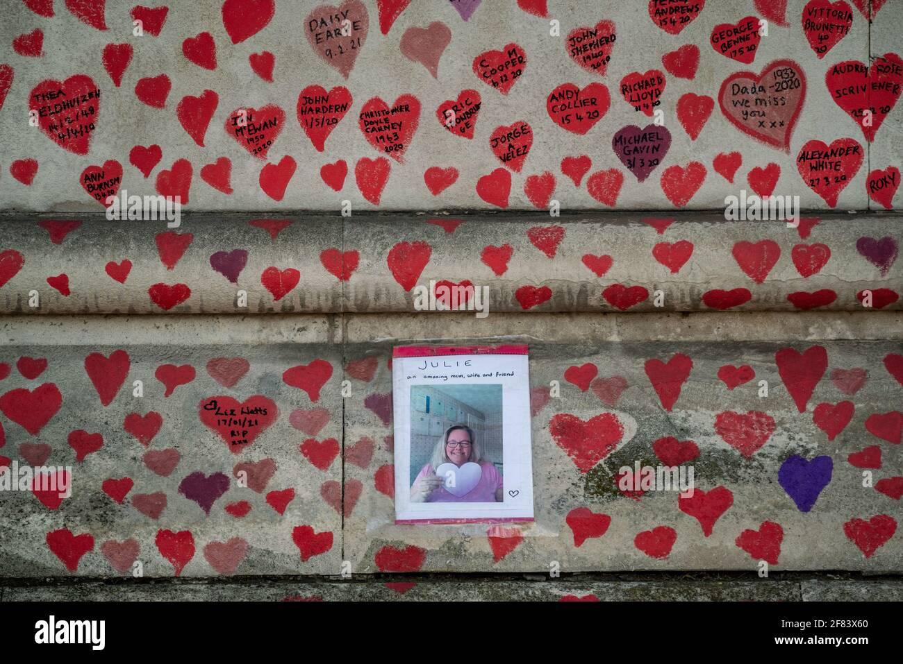 Coronavirus: National Covid Memorial Wall of Hearts, Westminster, Londres, Reino Unido. Foto de stock