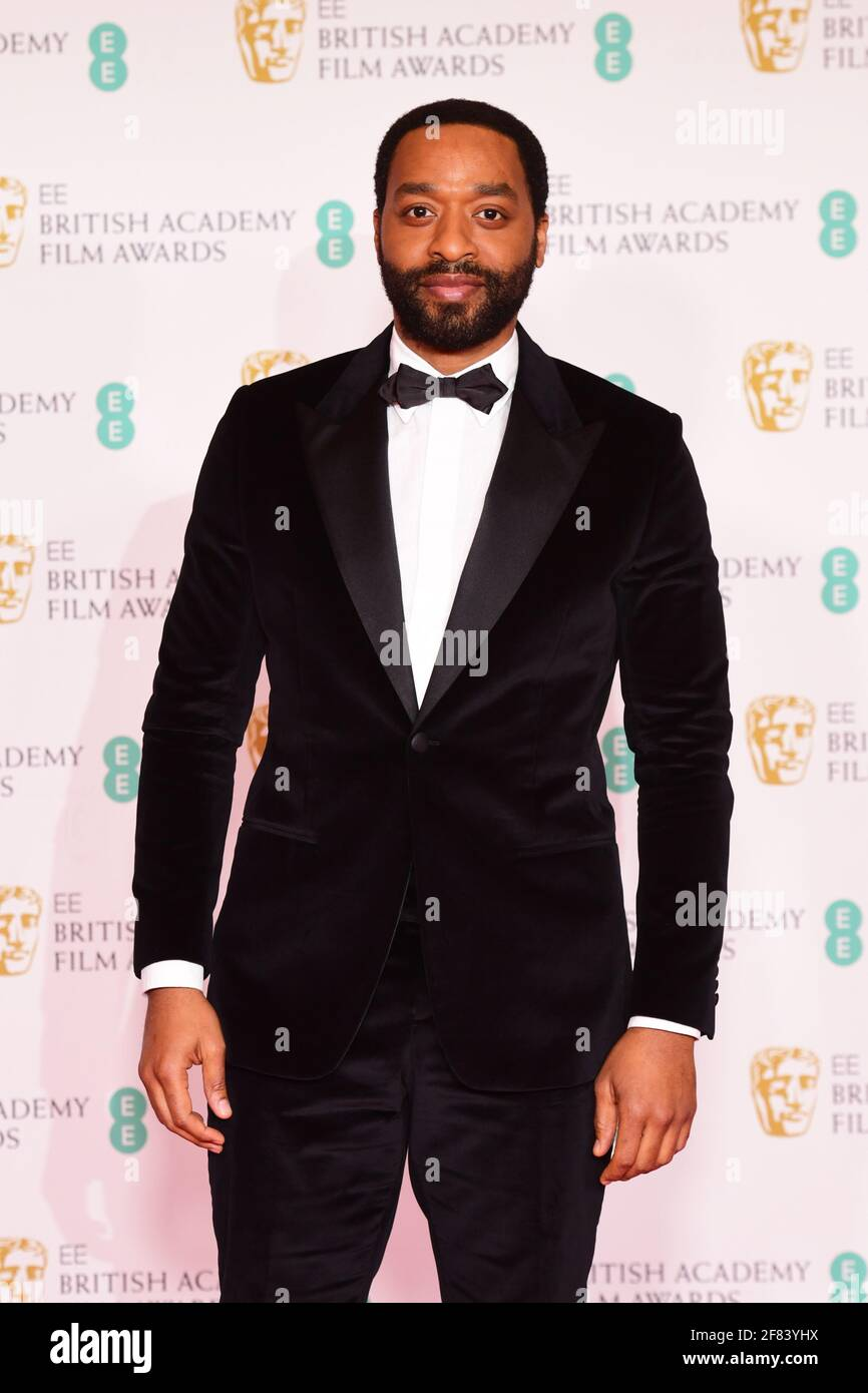 Chiwetel Ejiofo llega a los EE BAFTA Film Awards en el Royal Albert Hall de Londres. Fecha de la foto: Domingo 11 de abril de 2021. Foto de stock
