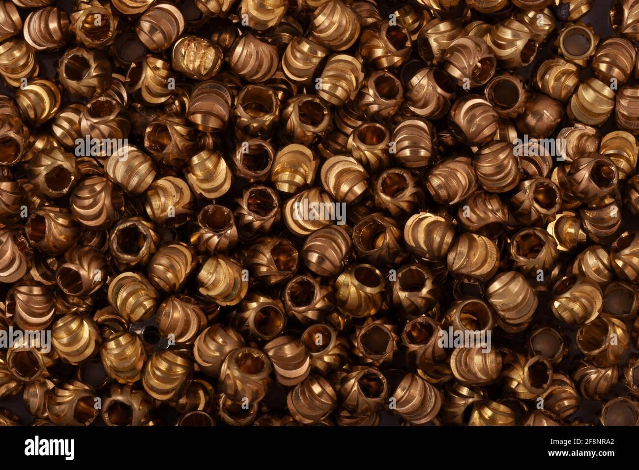 Cuentas de oro cerca de fondo Foto de stock