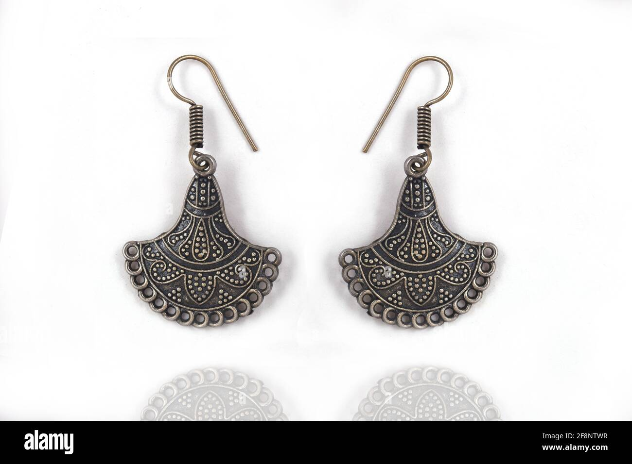Hermosos pendientes de plata oriental joyas (India, árabe, africano, egipcio), pendientes de plata oxidada, Moda Exótica Asia Accesorios Foto de stock