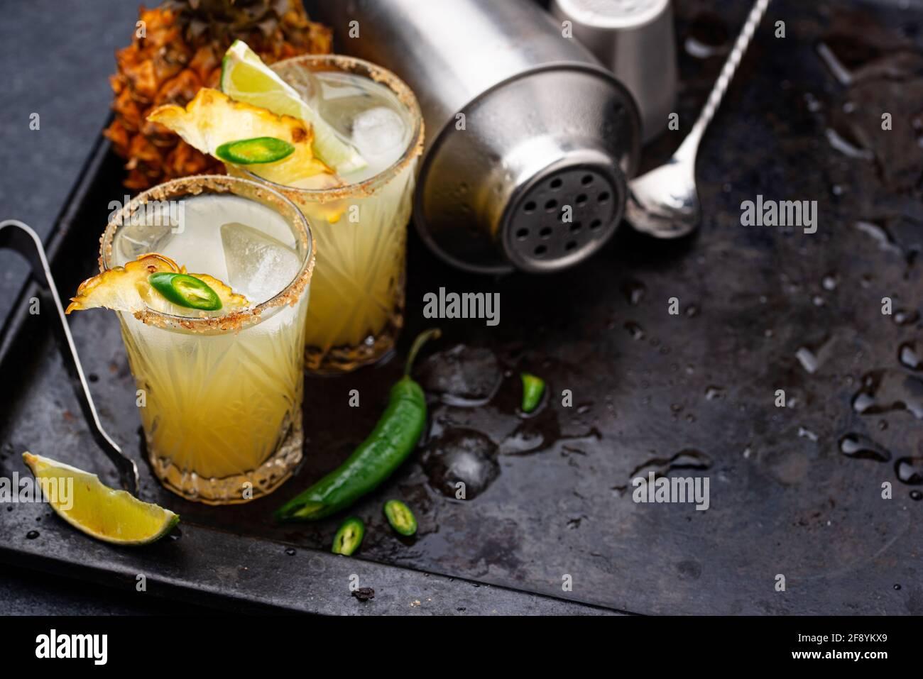 Margarita con piña y jalapeno Foto de stock