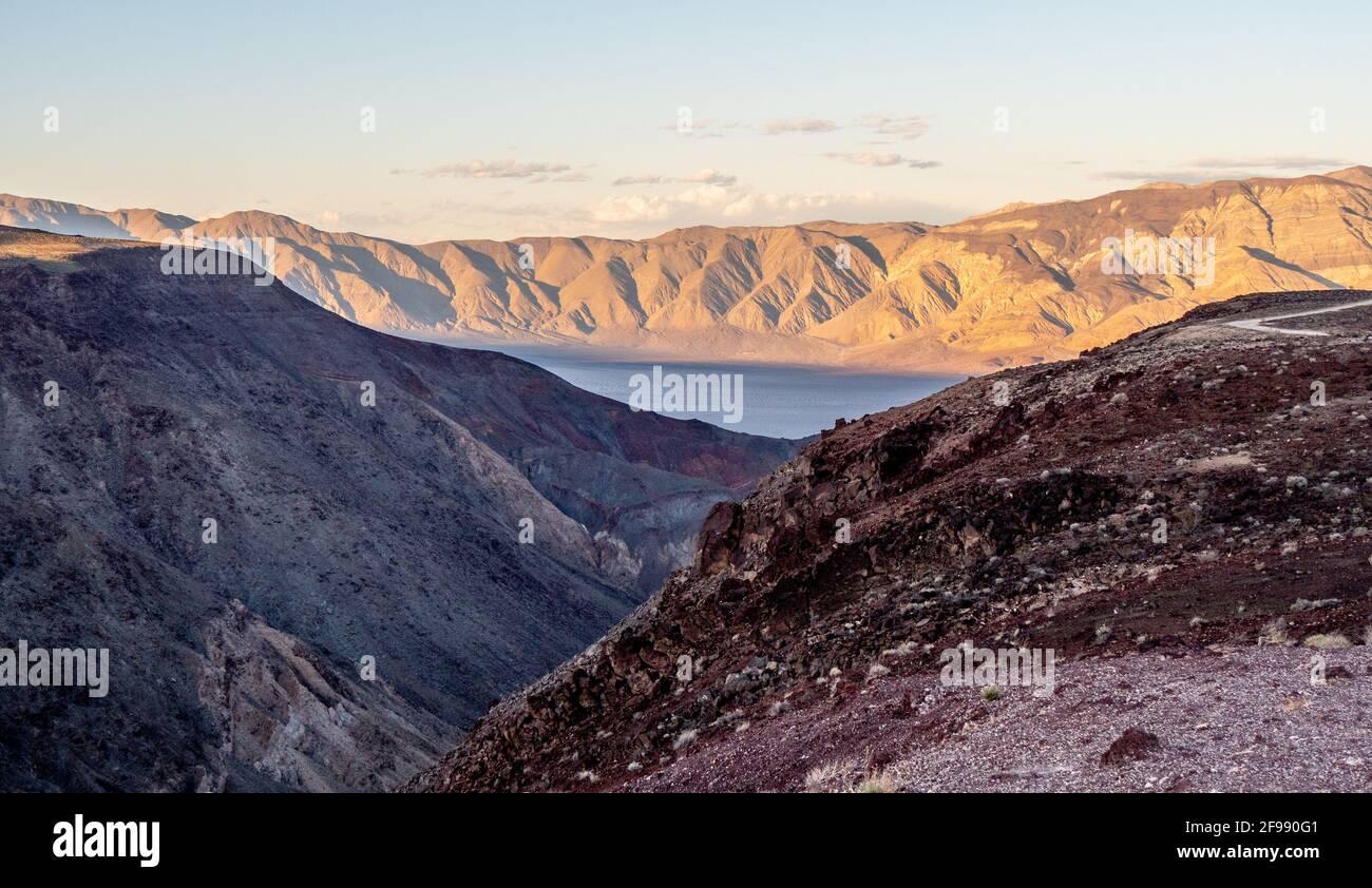 El paisaje infinito en Death Valley California - fotografía de viajes Foto de stock