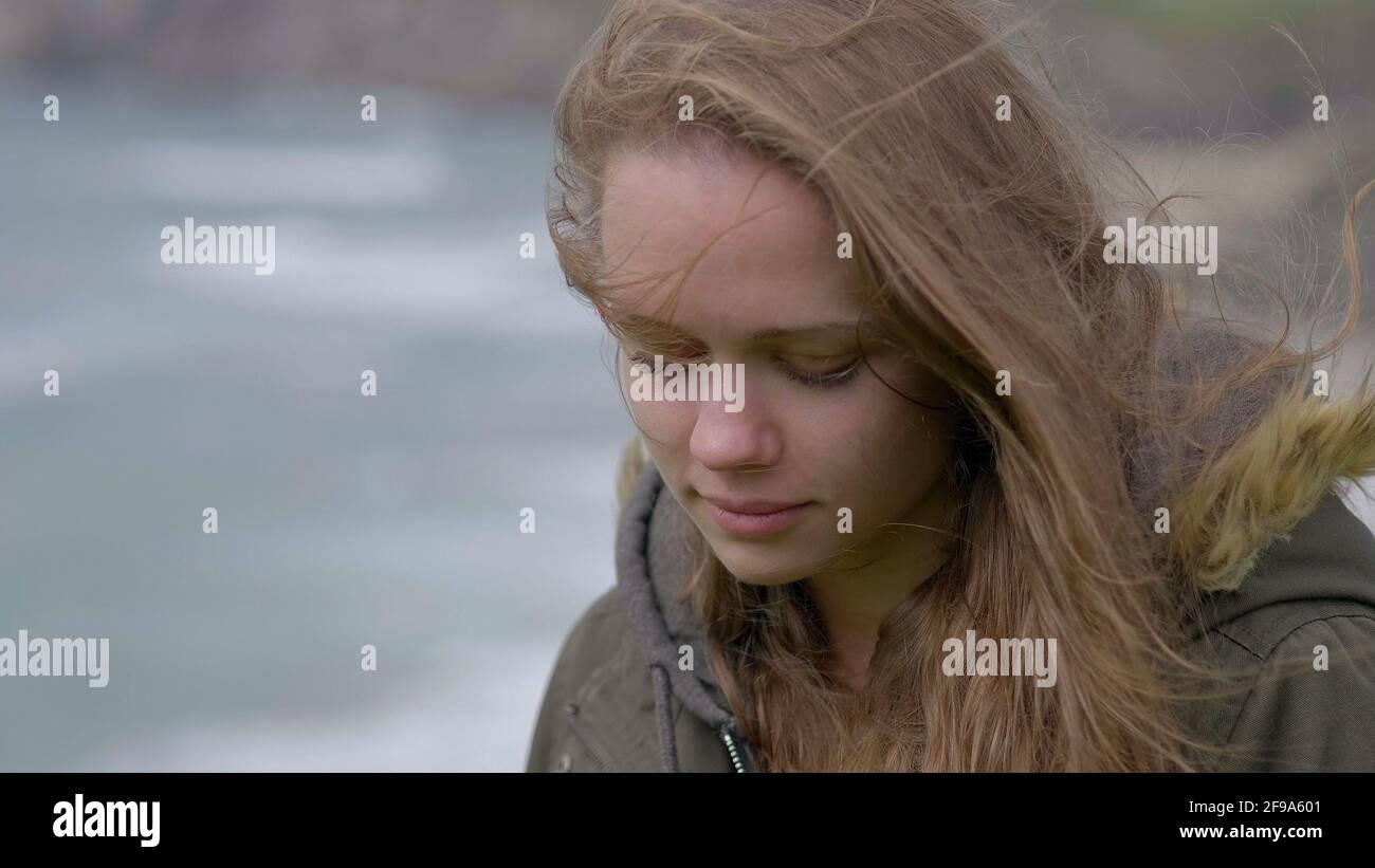 Joven Mujer triste sentimental primer plano Foto de stock