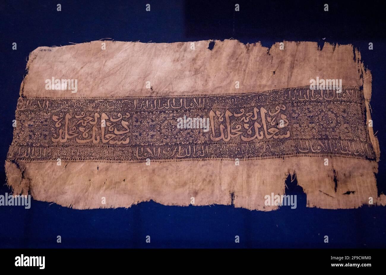 Fragmento textil de lino bordado Ayyubid, Museo Nacional de la Civilización Egipcia, El Cairo, Egipto Foto de stock