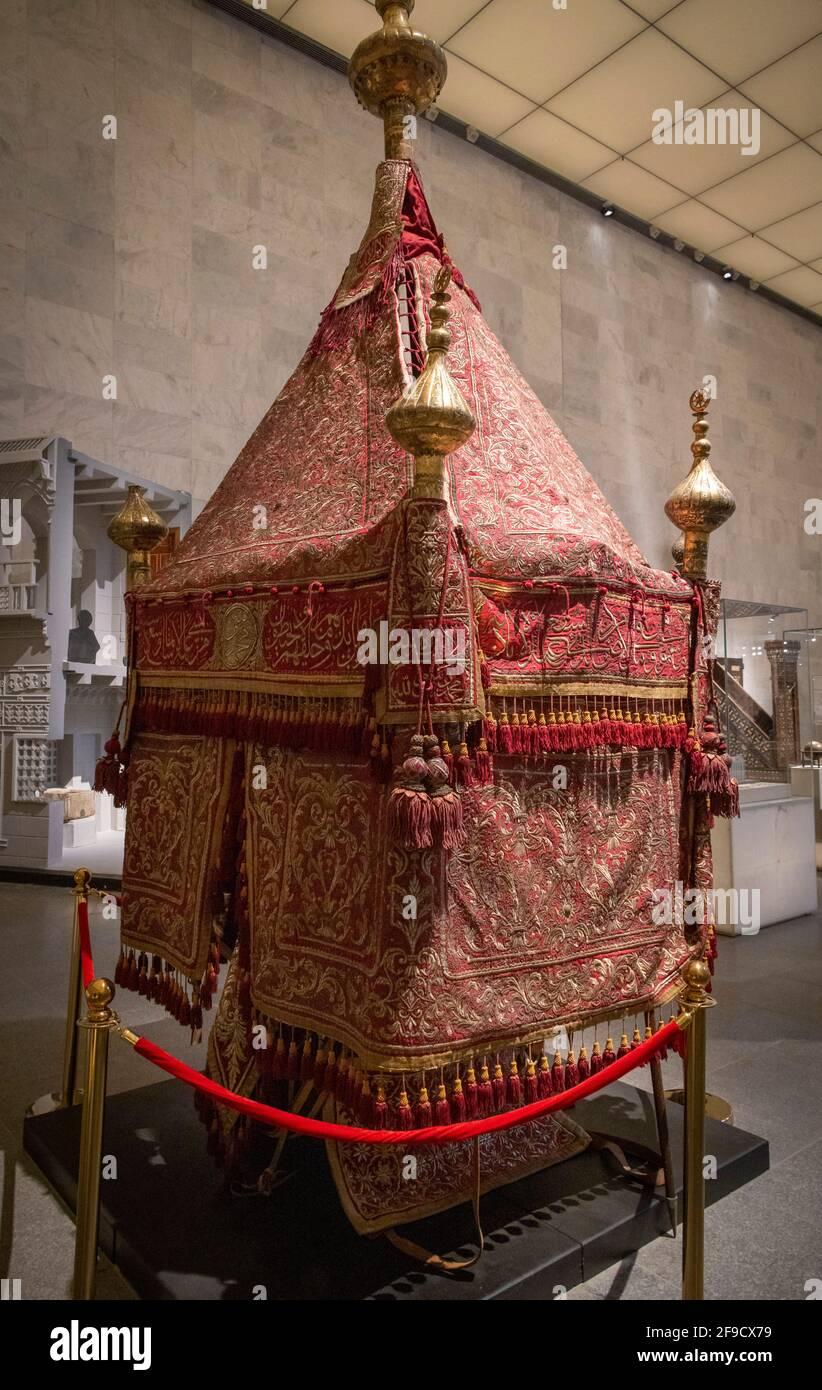 19th o principios del siglo 20th Hajj palanquin o Mahmal, Museo Nacional de la Civilización Egipcia, El Cairo, Egipto Foto de stock