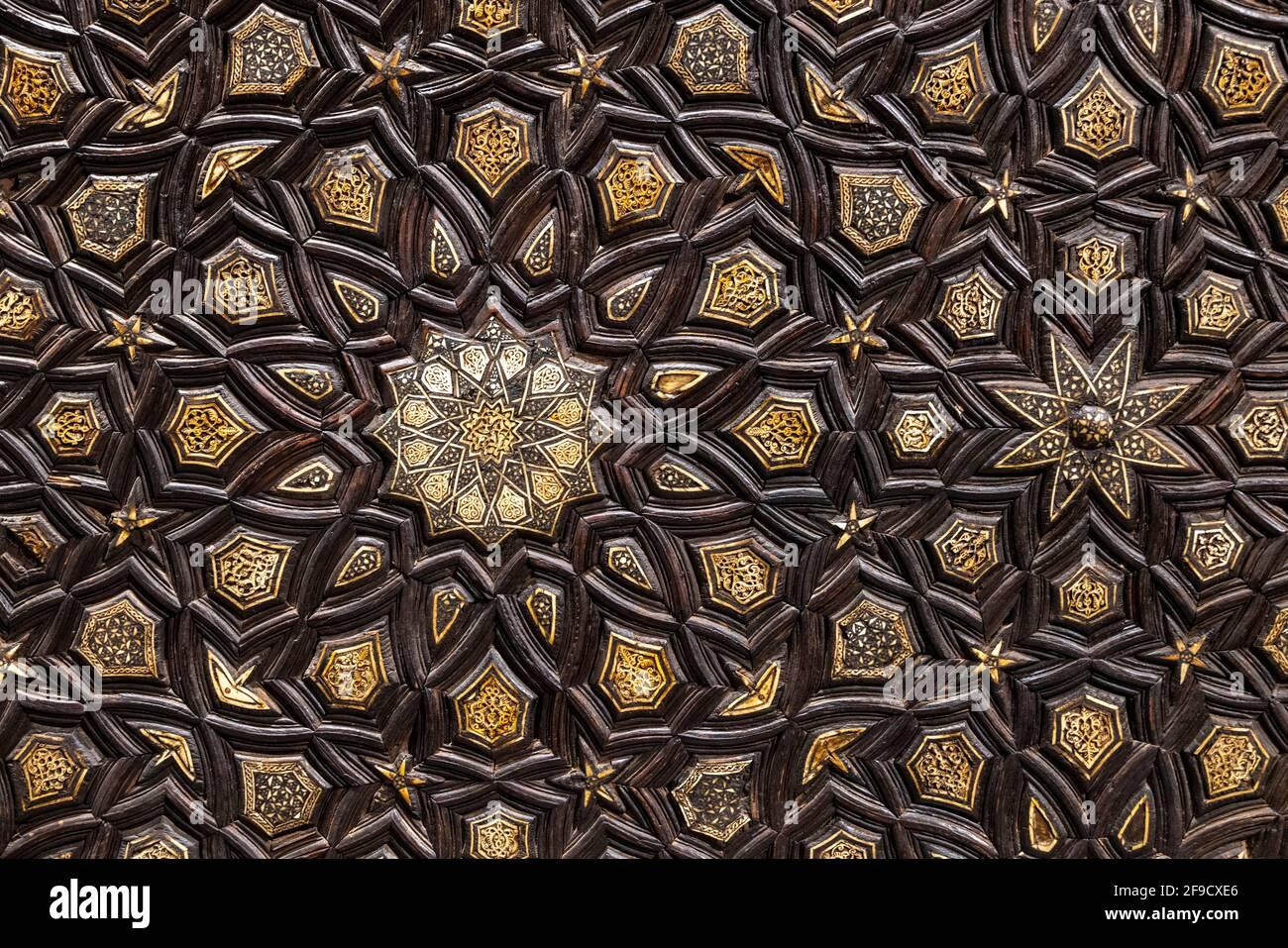 Detalle, minbar Mamluk del siglo 15th, complejo de Abu Bakr ibn Muzhir, El Cairo, Egipto, ahora en el Museo Nacional de la Civilización Egipcia, Fustat, El Cairo Foto de stock