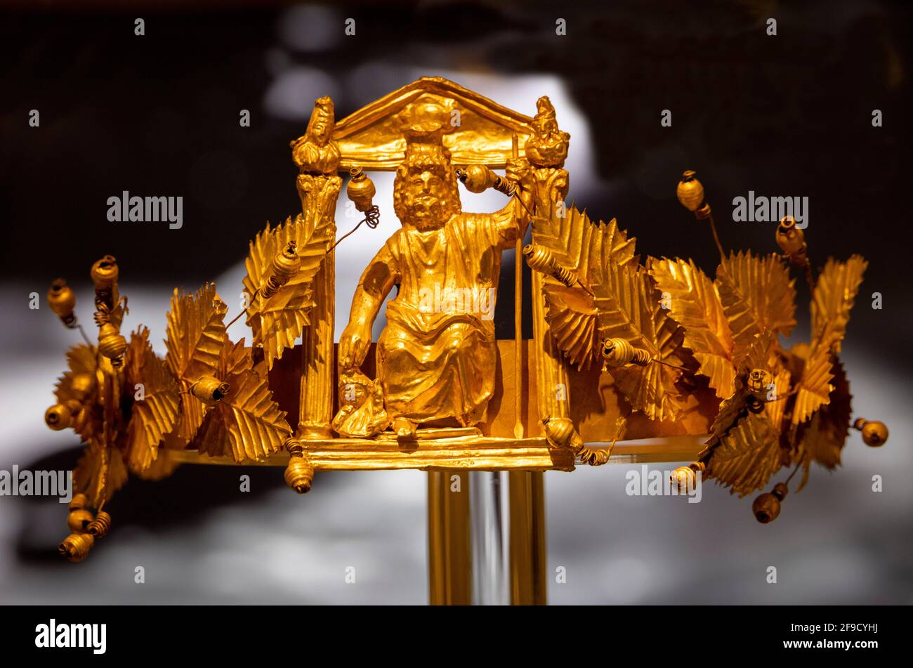Diadema dorada, el tesoro Douche (Dush), Museo Nacional de la Civilización Egipcia, El Cairo, Egipto Foto de stock