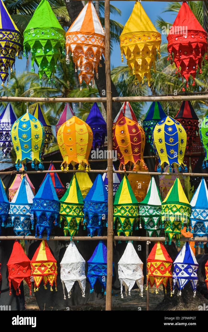 Linternas colorido mercadillo de Anjuna Goa, India Foto de stock