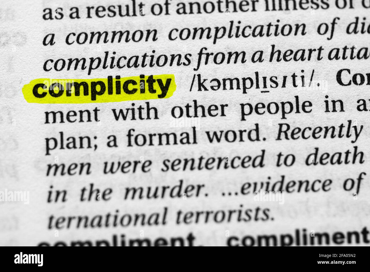 Concepto y significado de complicidad de palabras resaltadas. Foto de stock