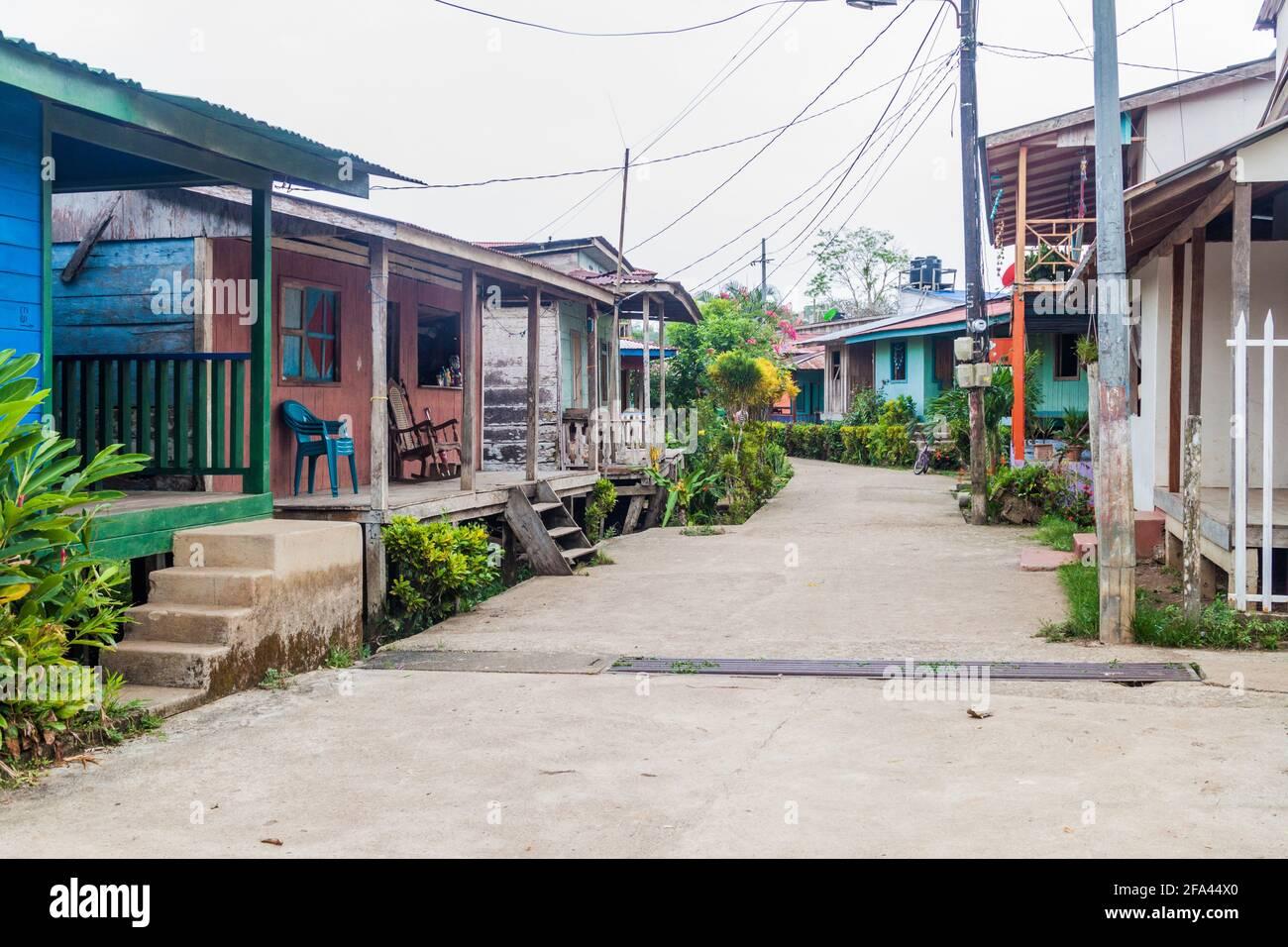 Calle en el pueblo de ELL Castillo en el río San Juan, Nicaragua Foto de stock