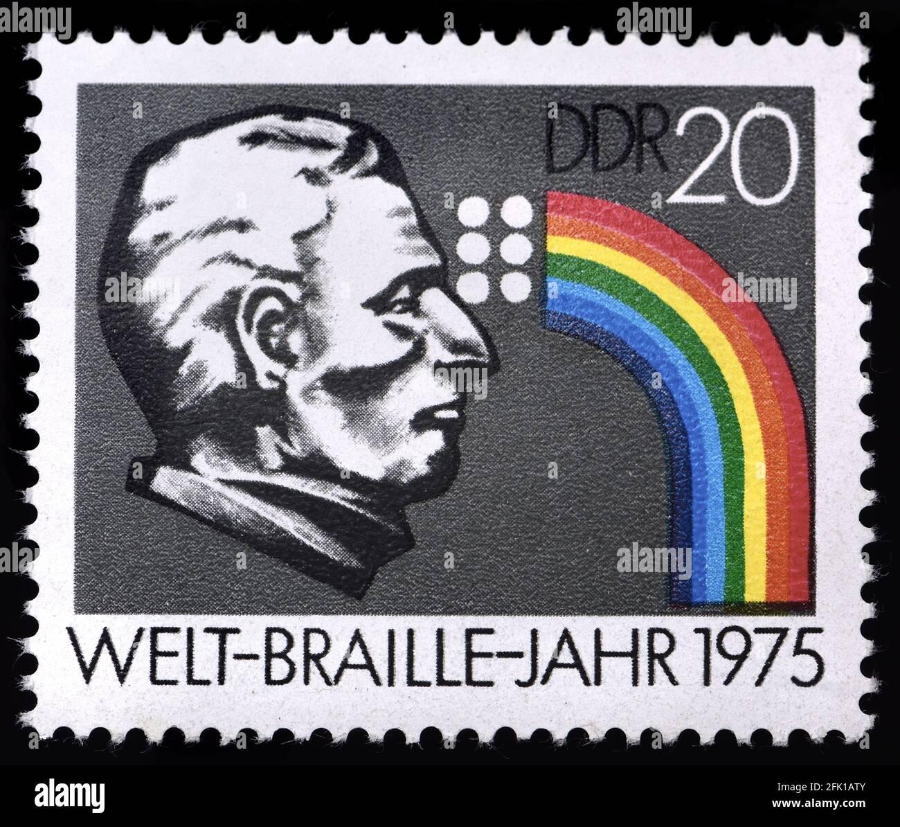 Sello postal alemán oriental (1975) : Año Braille Mundial 1975 Foto de stock