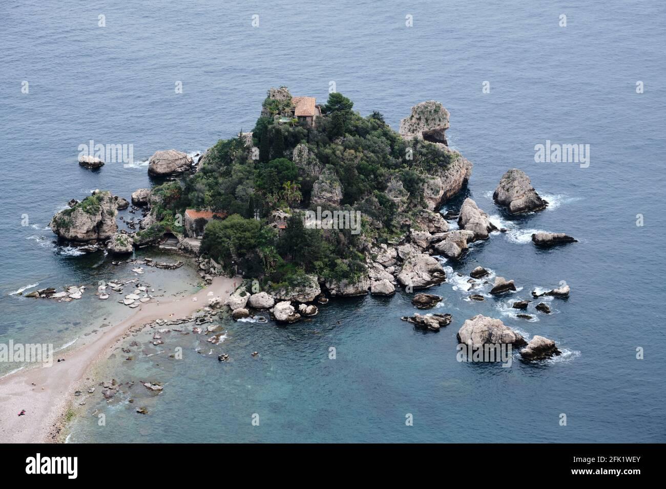 Isla Isola Bella cerca de Taormina en Sicilia, Italia. Conocida como la Perla del Mar Jónico. Foto de stock