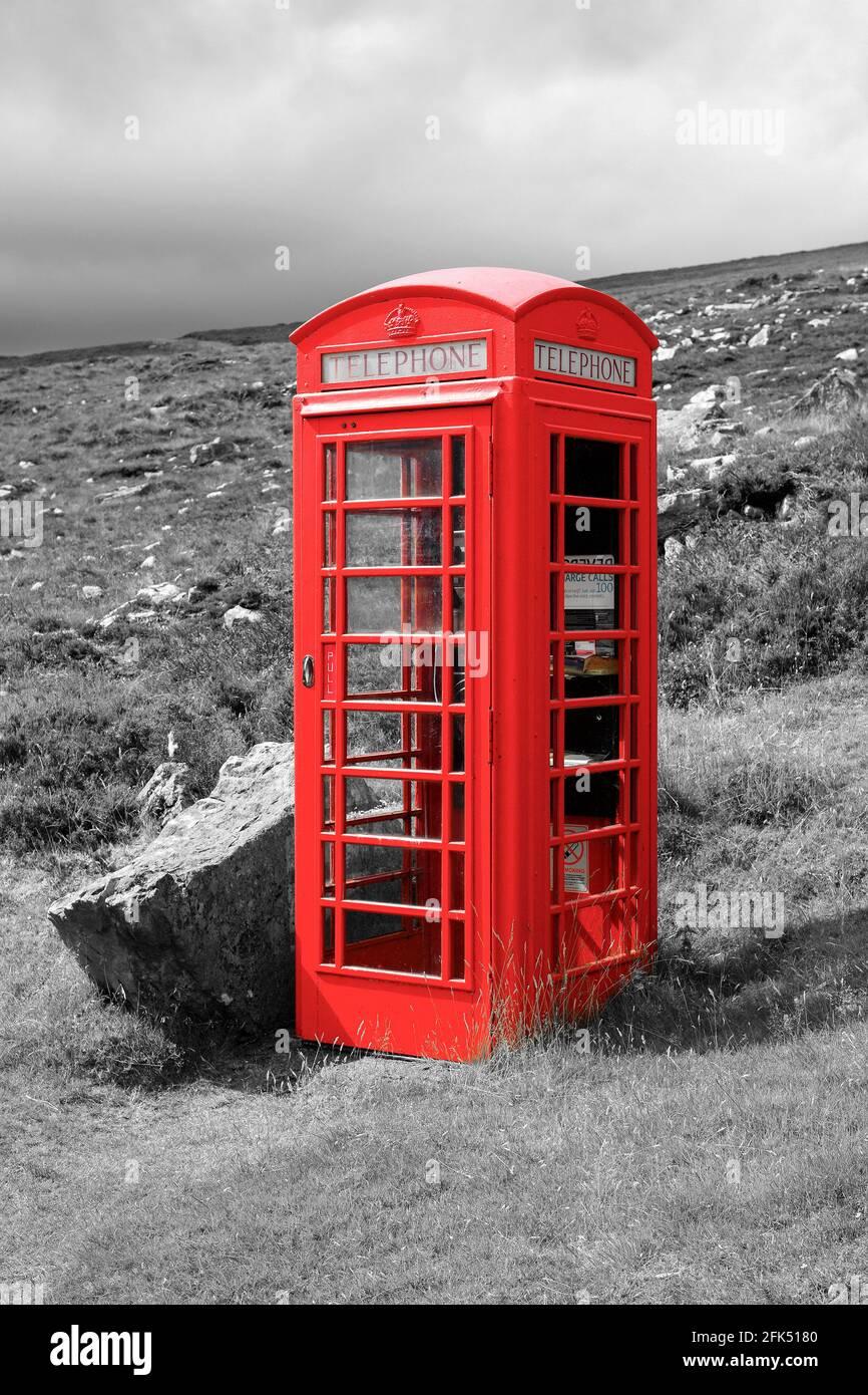 Rote Telefonzelle en las Tierras Altas, Sutherland, Schottland Foto de stock