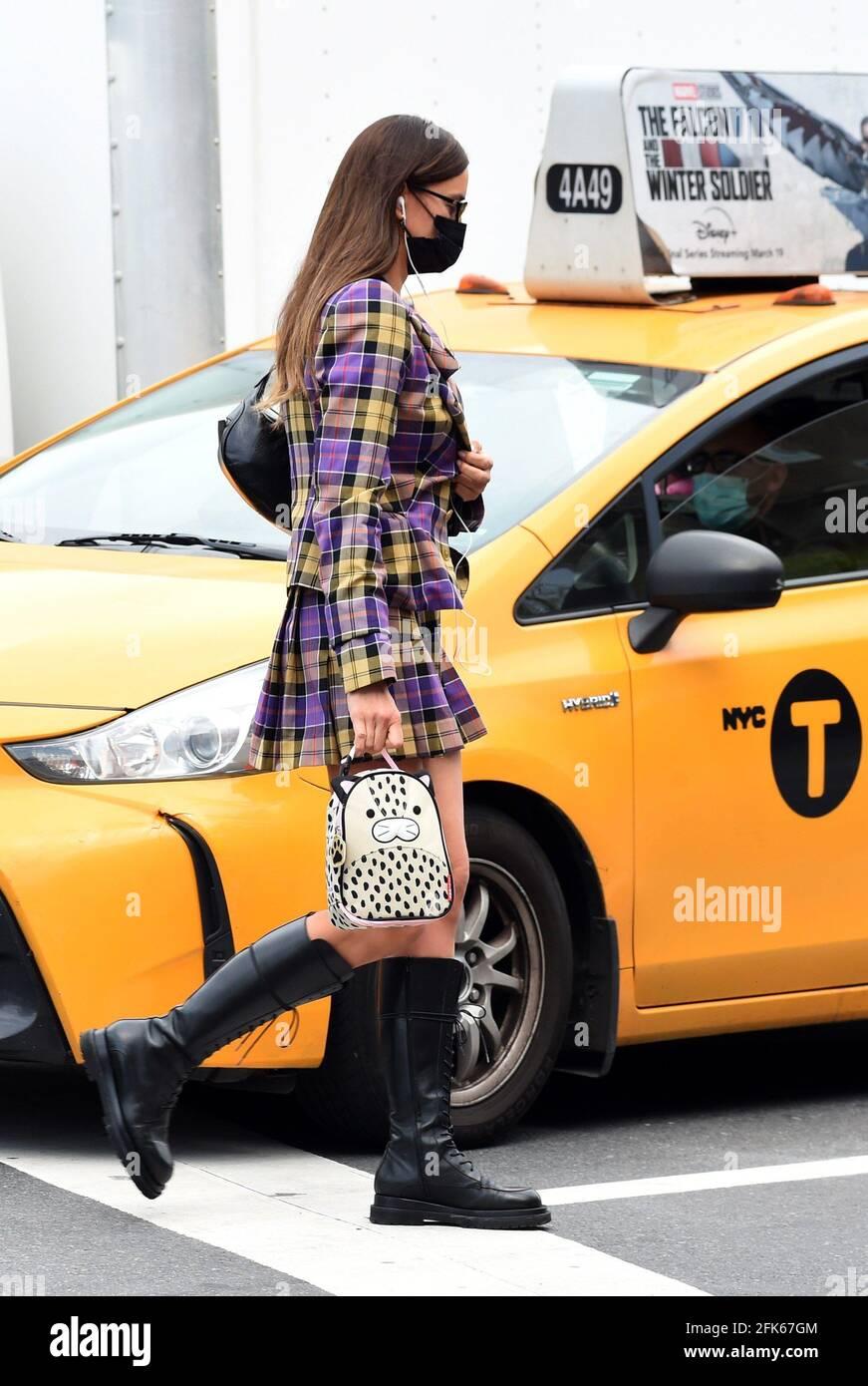 Nueva York, NY, EE.UU. 28th de Abr de 2021. Irina Shayk por Candidades de Celebridad - MIÉ, Nueva York, NY 28 de abril de 2021. Crédito: Kristin Callahan/Everett Collection/Alamy Live News Foto de stock