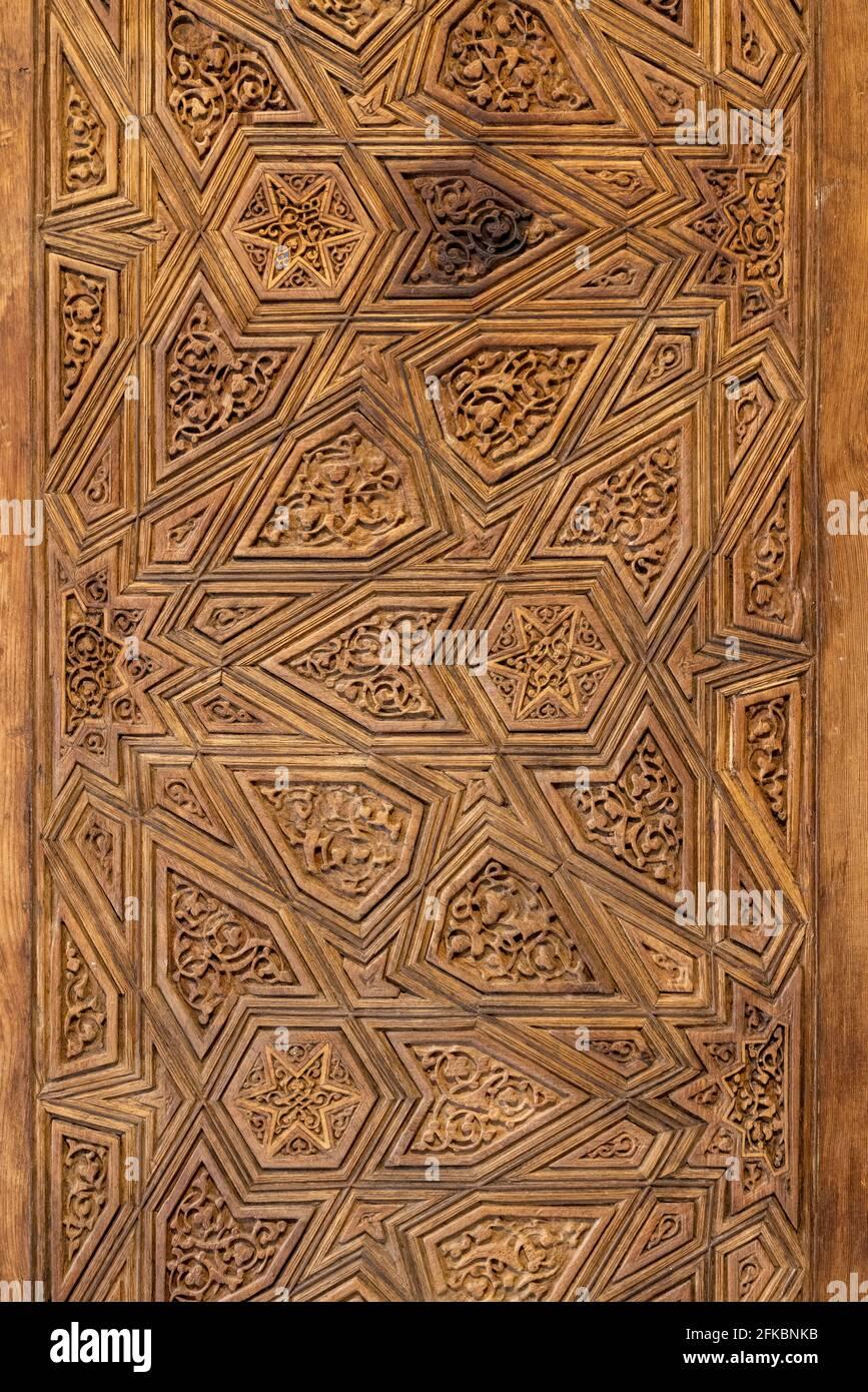 Puerta de madera tallada Ayyubid, Tumba de Imam al-Shafi'i, El Cairo, Egipto Foto de stock
