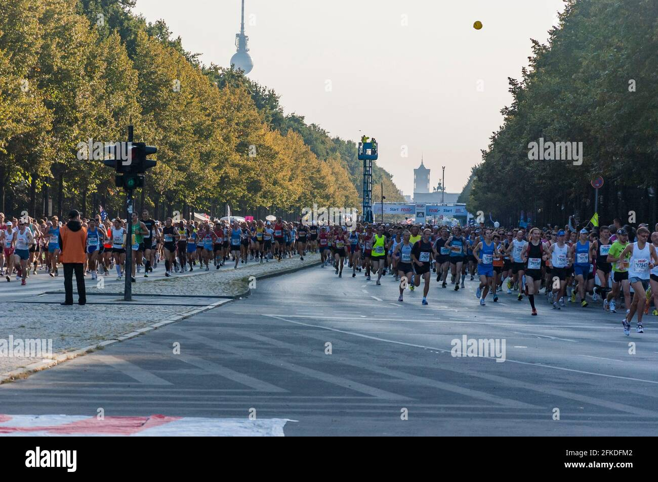 Corredores en la trigésima sexta Maratón de Berlín, Alemania. Foto de stock