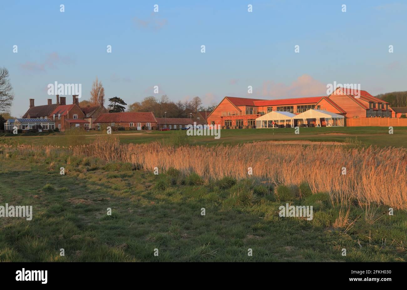 Heacham Manor Hotel, Campo de golf, Casa Club, terraza, 18th verde, Campos de golf ingleses, Norfolk, Inglaterra, Reino Unido Foto de stock