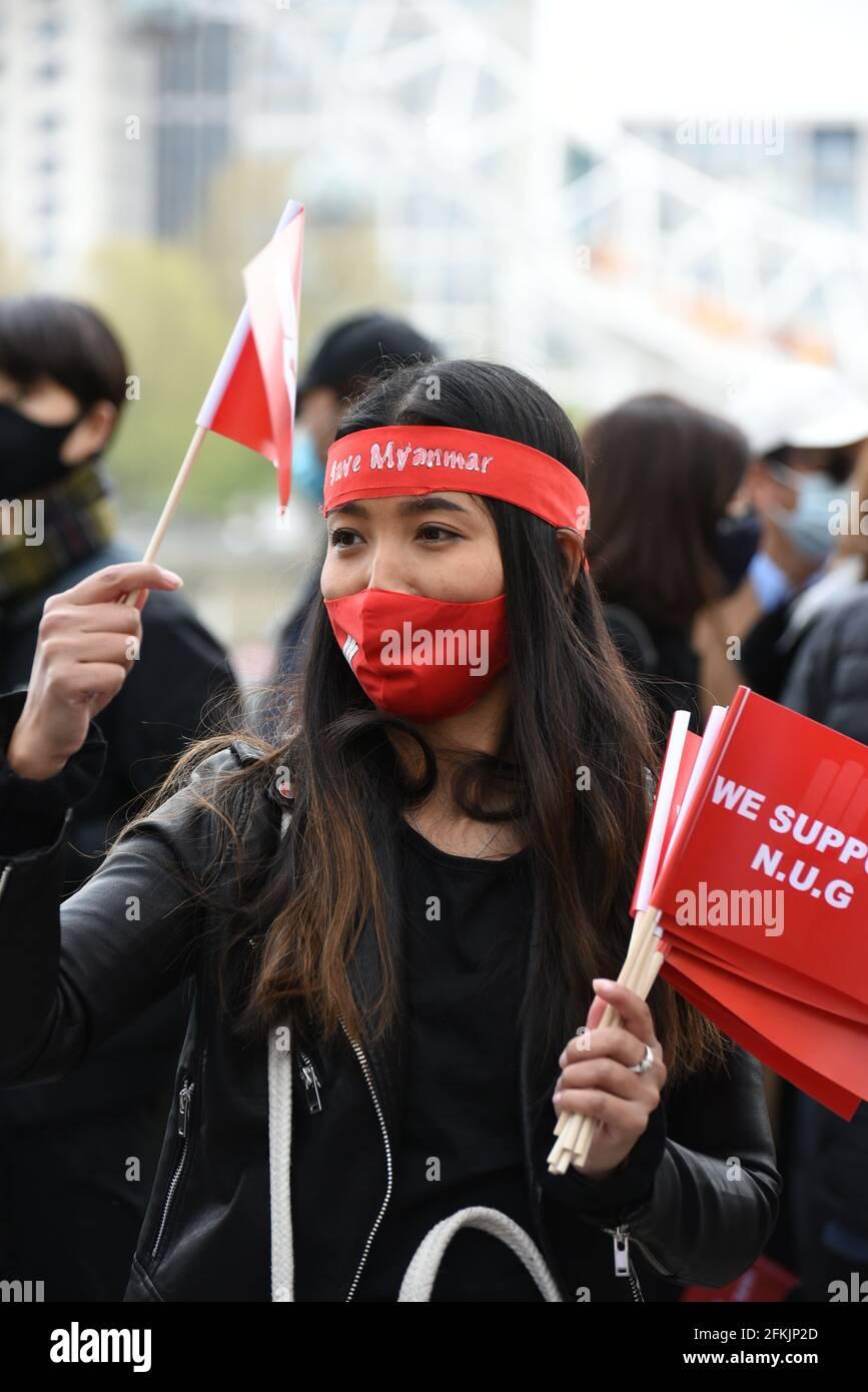 Londres, Reino Unido. 2 de mayo de 2021. 'Día de la Revolución de Primavera' organizado por Global Myanmar. Los manifestantes marchan contra el gobierno militar en Myanmar y a favor del gobierno de unidad nacional. Crédito: Andrea Domeniconi/Alamy Live News Foto de stock