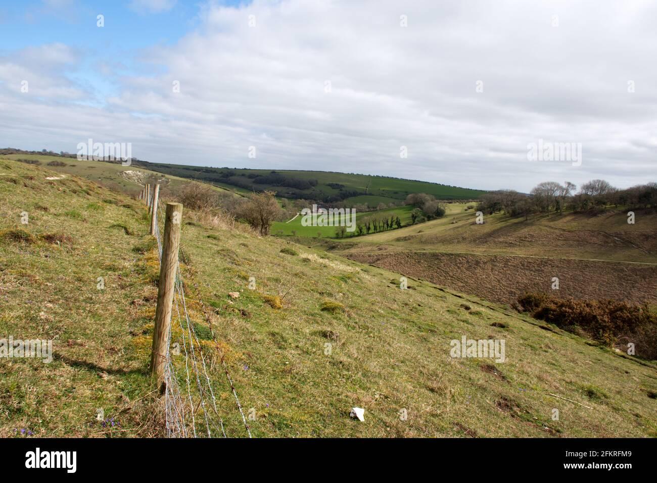 Una vista de la granja Saddlescombe y el valle desde la cima de Devils Dyke en Sussex, Inglaterra, Reino Unido Foto de stock