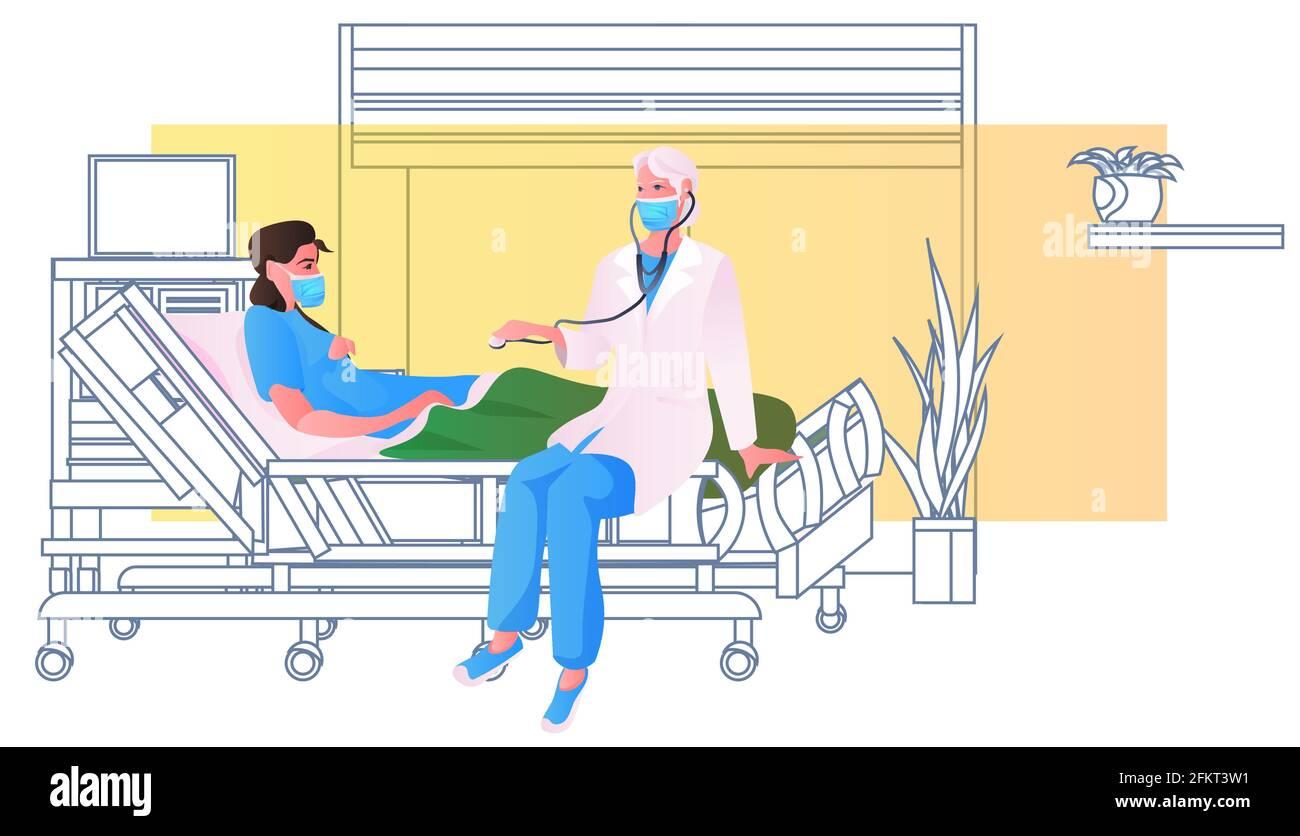 médico en la máscara con estetoscopio que examina a la mujer embarazada en la consulta ginecológica de camas de hospital Ilustración del Vector