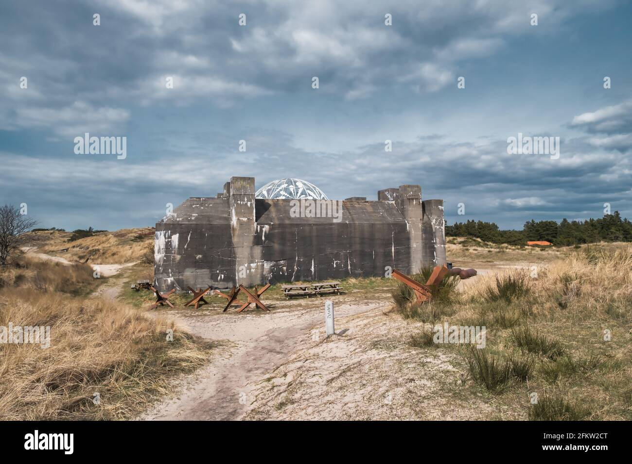 Bunker Tirpitz y museo de guerra en Blaavand, Dinamarca Foto de stock