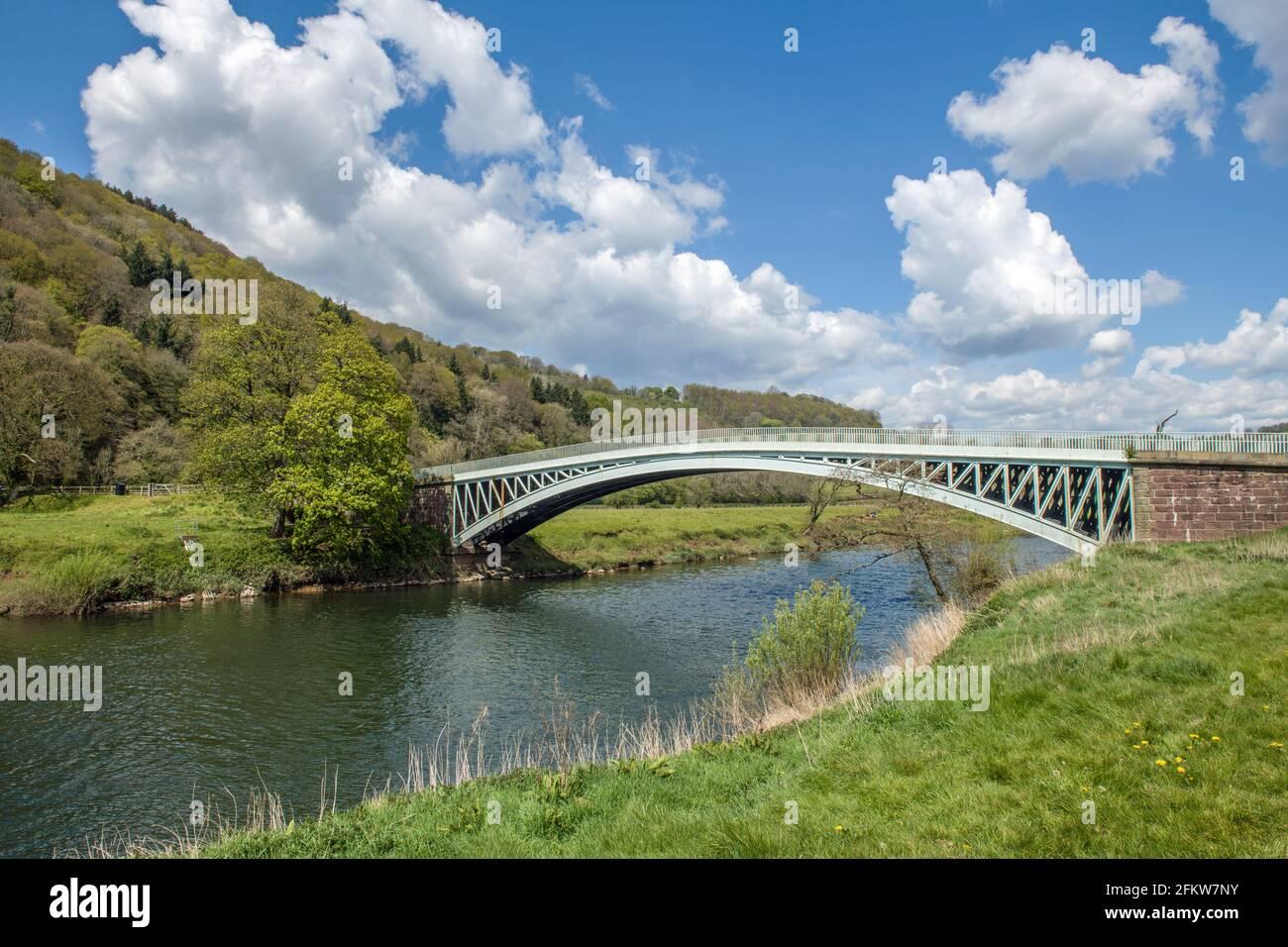 Puente Bigsweir sobre el río Wye desde Gales (A la izquierda) a Inglaterra (a la derecha) Foto de stock