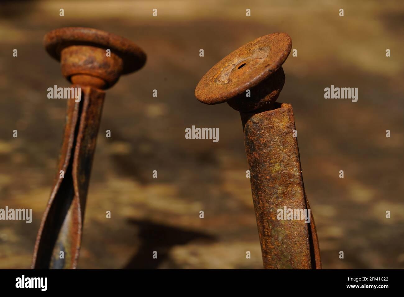 clavos doblados y torcidos Rusty de cerca Foto de stock