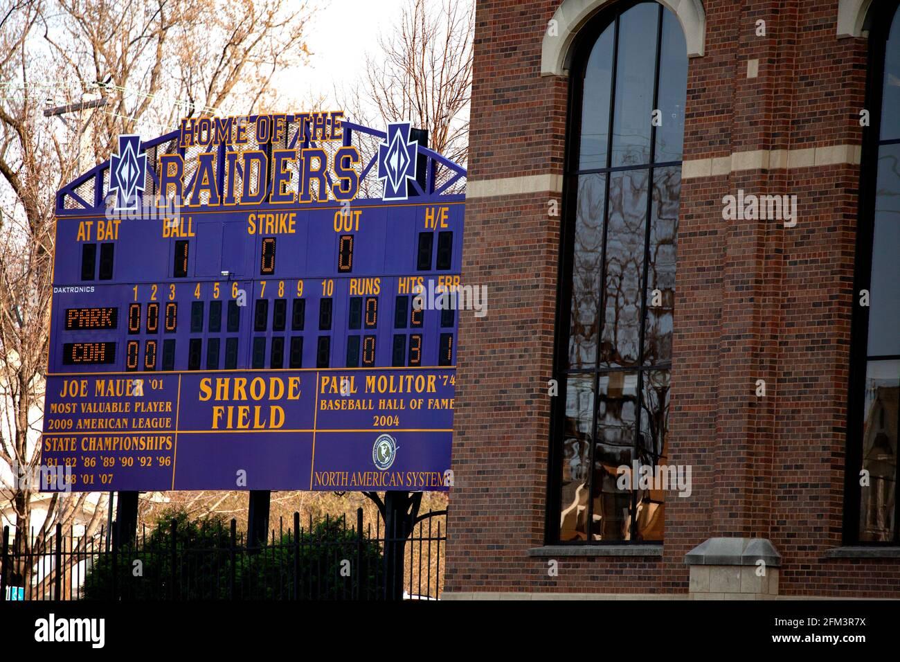 Marcador de béisbol en la Escuela Secundaria Cretín Durham Hall Shrode Field reconociendo a los atletas Joe Mauer y Paul Molitor. St Paul Minnesota MN EE.UU Foto de stock