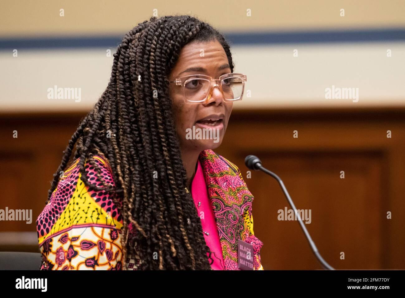 """Joia Adele Crear-Perry, M.D., FACOG, Fundadora y Presidenta de la National Birth Equity Collaborative, comparece ante un Comité de Supervisión y Reforma de la Cámara de Representantes con una audiencia """"Birthing While Black: Examining Americas Black Maternal Health Crisis"""" en el edificio de oficinas de Rayburn House en Washington, DC, jueves, 6 de mayo de 2021. Crédito: Rod Lamkey/CNP /MediaPunch Foto de stock"""