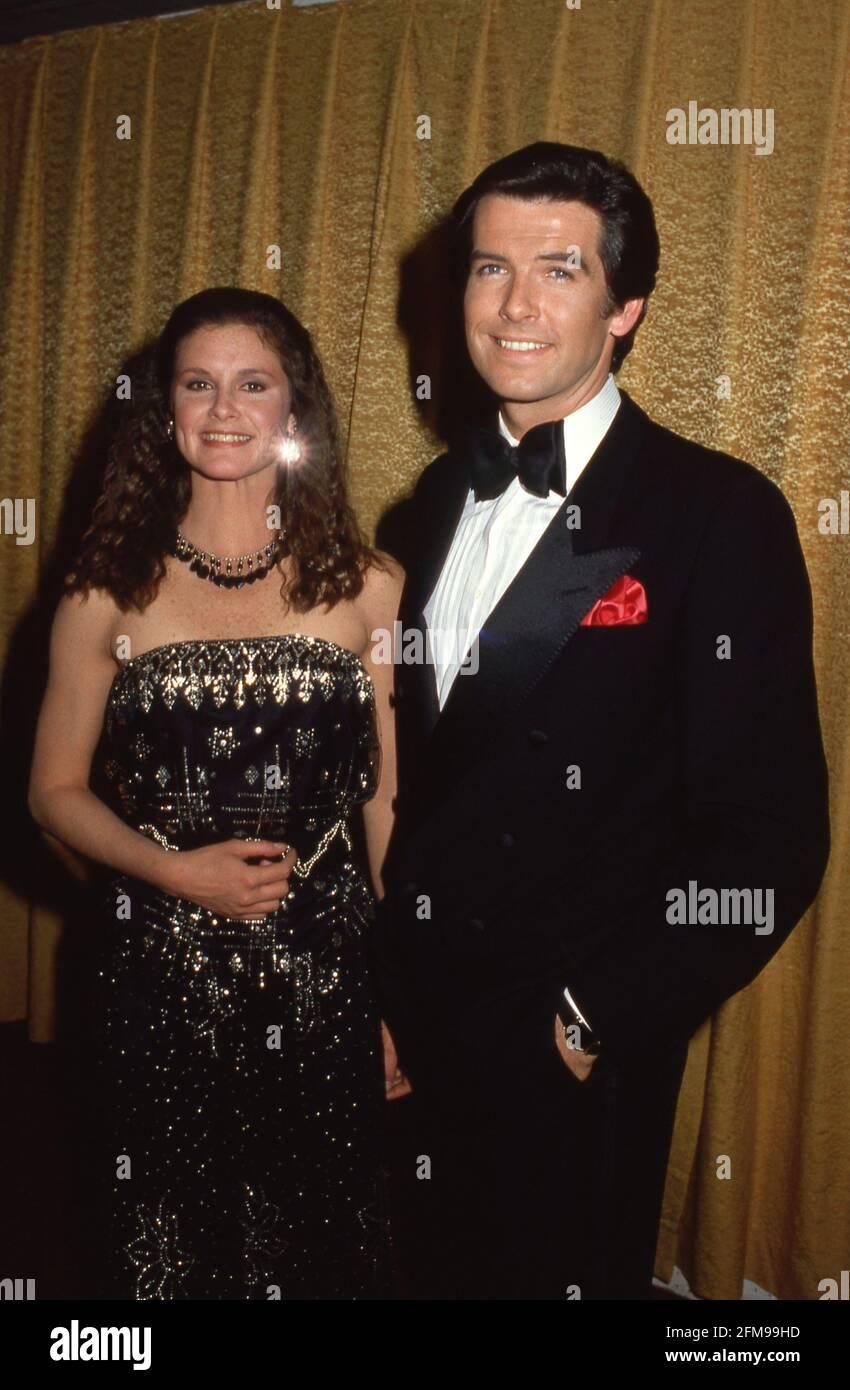 Stephanie Zimbalist y Pierce Brosnan en los 15 premios People's Choice Awards 1984 de marzo de 1984 Crédito: Ralph Dominguez/MediaPunch Foto de stock