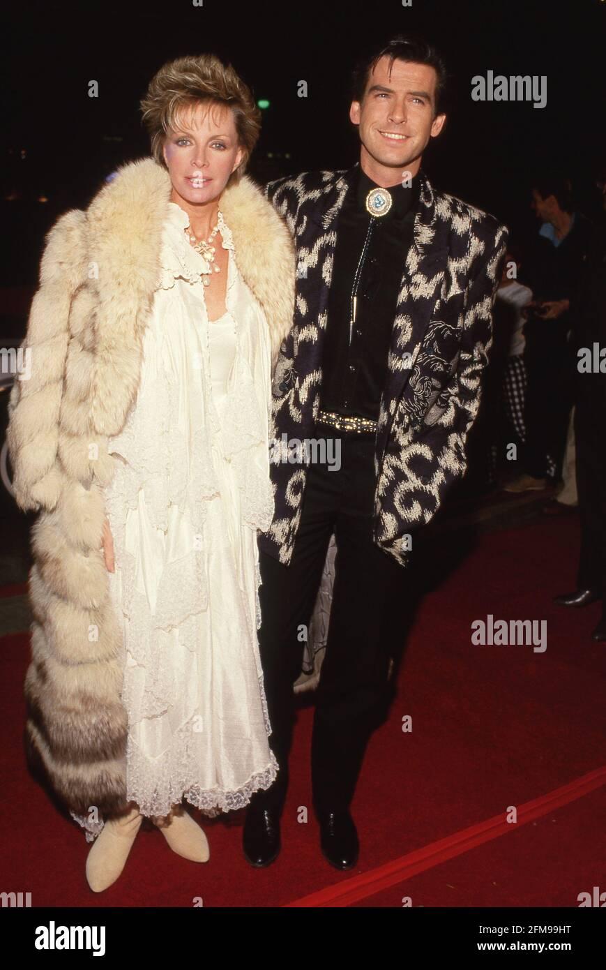 Pierce Brosnan y Cassandra Harris Circa 80's Crédito: Ralph Dominguez/MediaPunch Foto de stock