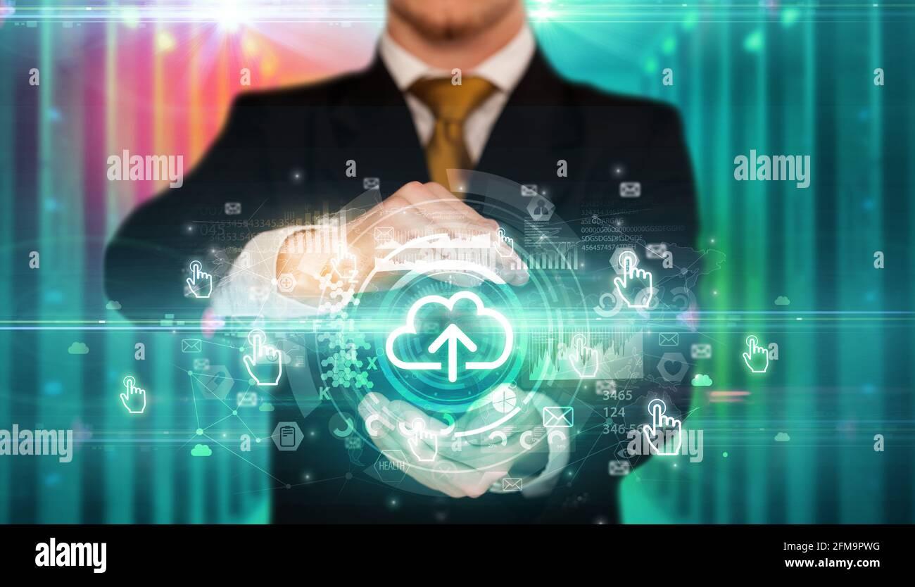 Concepto de icono de tecnología Businessman Holding Foto de stock