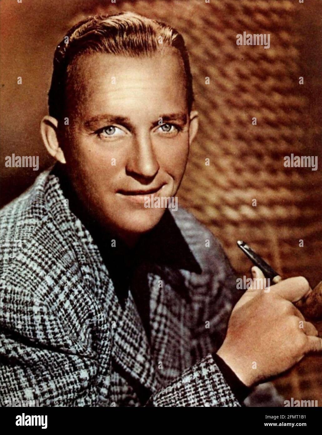 BING CROSBY (1903-1977) American, cantante y actor de cine alrededor de 1950 Foto de stock