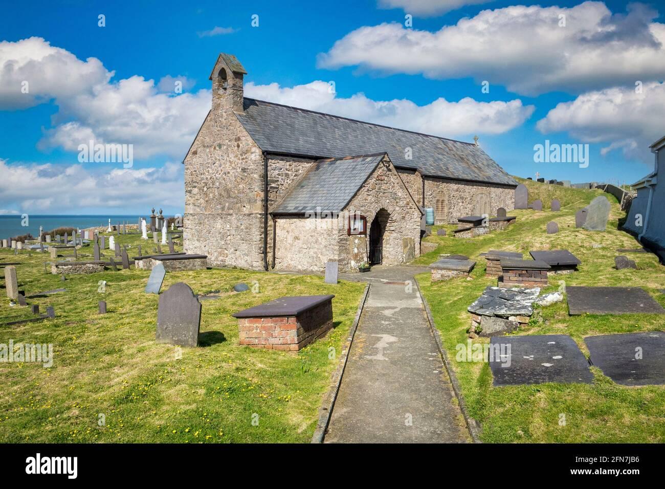 Llanbadrig, la iglesia más antigua de Gales, en la costa norte de Anglesey. Foto de stock