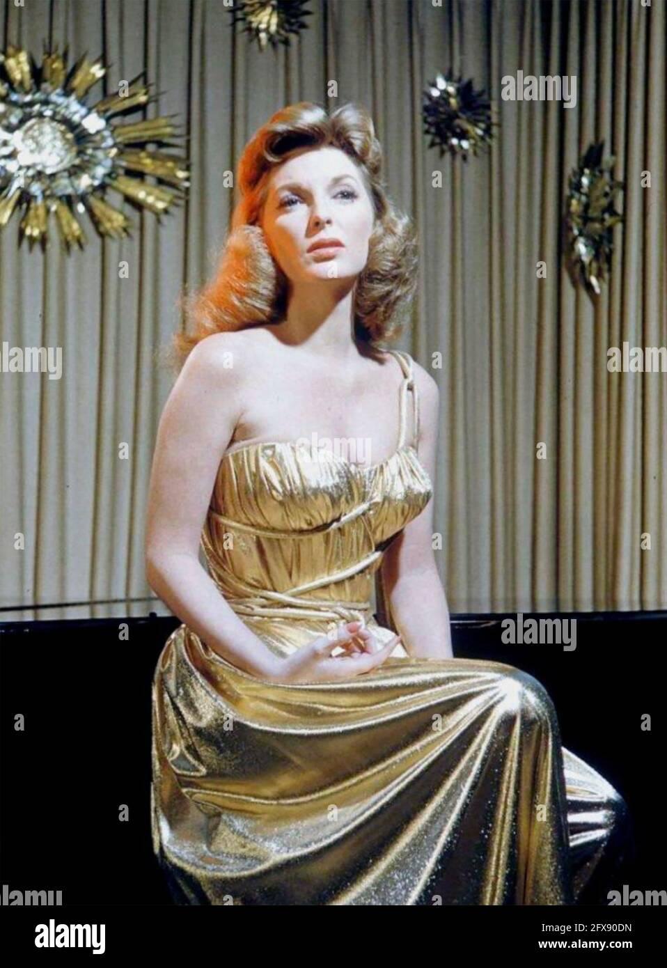 JULIE LONDON (1926-2000) cantante estadounidense y actriz de bomberos alrededor de 1957 Foto de stock