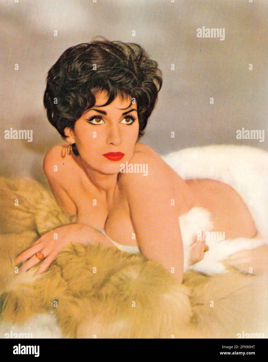YVONNE ROMAIN actriz de cine inglesa en 1960 Foto de stock