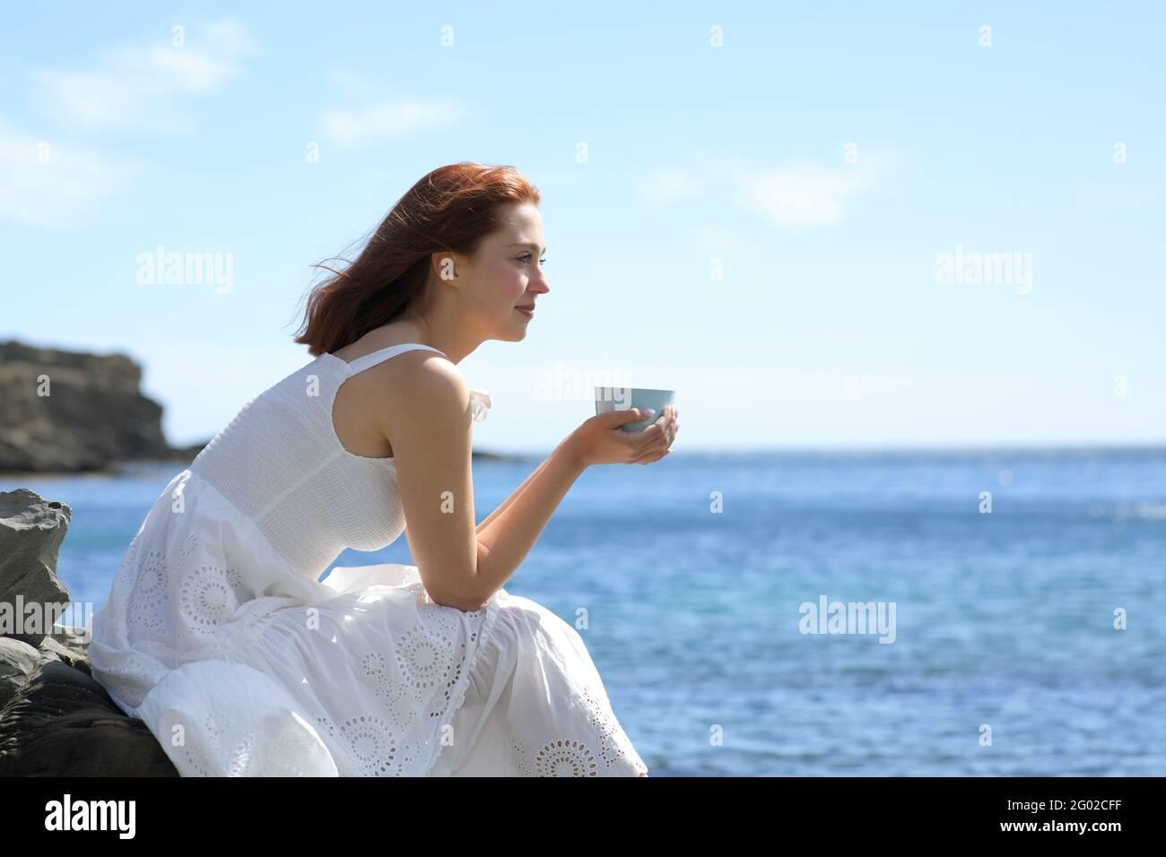 Gente Tomando Cafe En La Playa Fotos e Imágenes de stock - Alamy