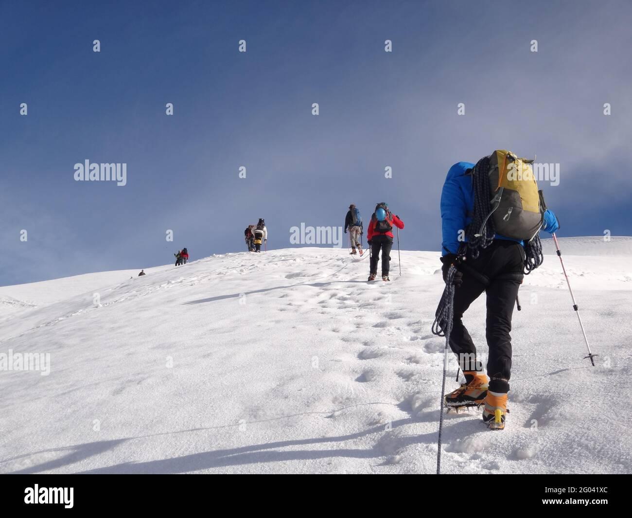 CHAMONIX, FRANCIA - 12 de agosto de 2012: Chamonix-Mont-Blanc / Aiguille du Midi. 3,613 mts Foto de stock
