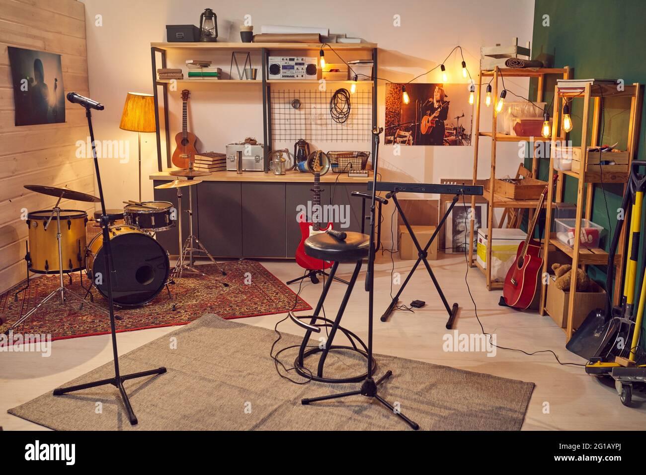 Interior de gran estudio de grabación de música sin nadie dentro Foto de stock