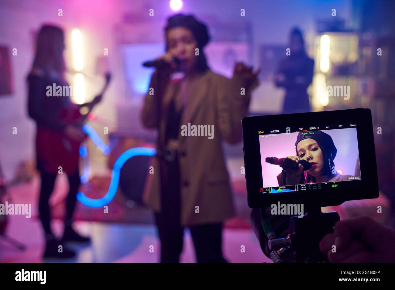 Visualización de la cámara durante la grabación de vídeo musical o el rendimiento Foto de stock