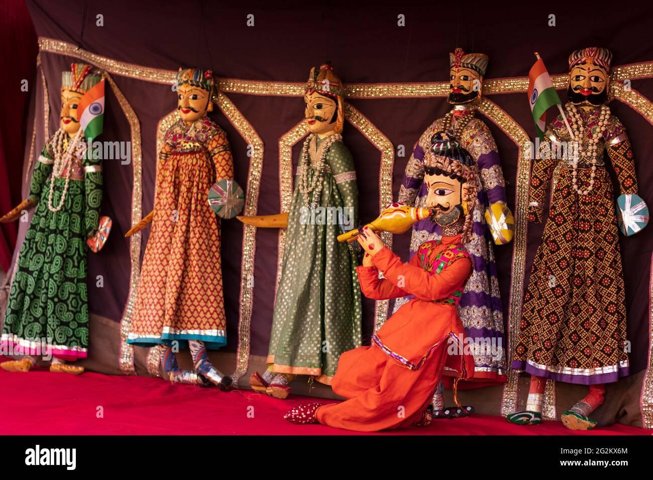 Rajasthani Katputli hecho a mano o Puppet en el Palacio de la Ciudad de Jaipur. Foto de stock