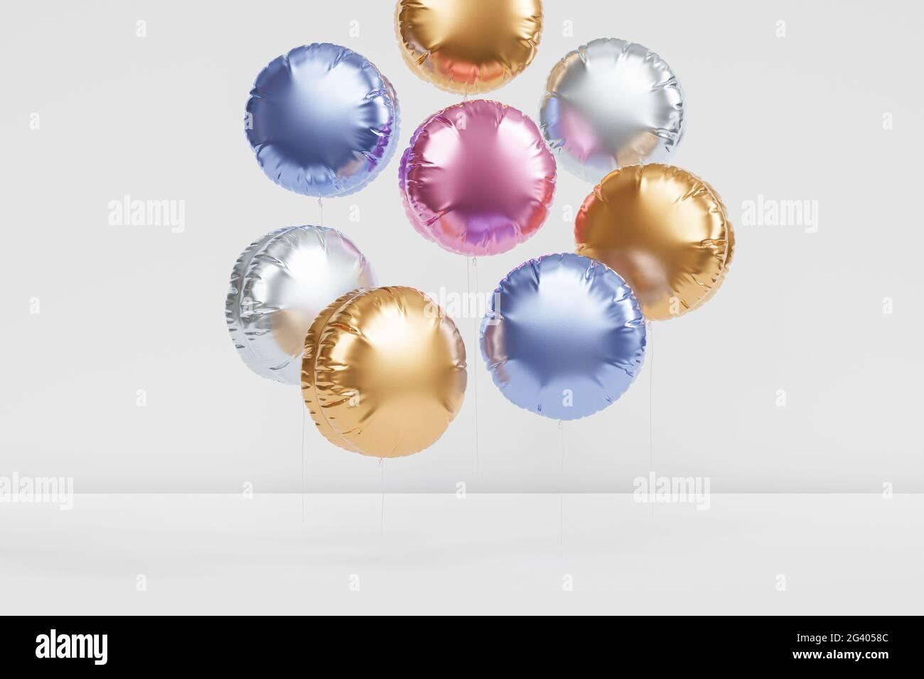Brillantes globos de colores, fondo para fiesta, cumpleaños, celebración o vacaciones, 3D render realista Foto de stock