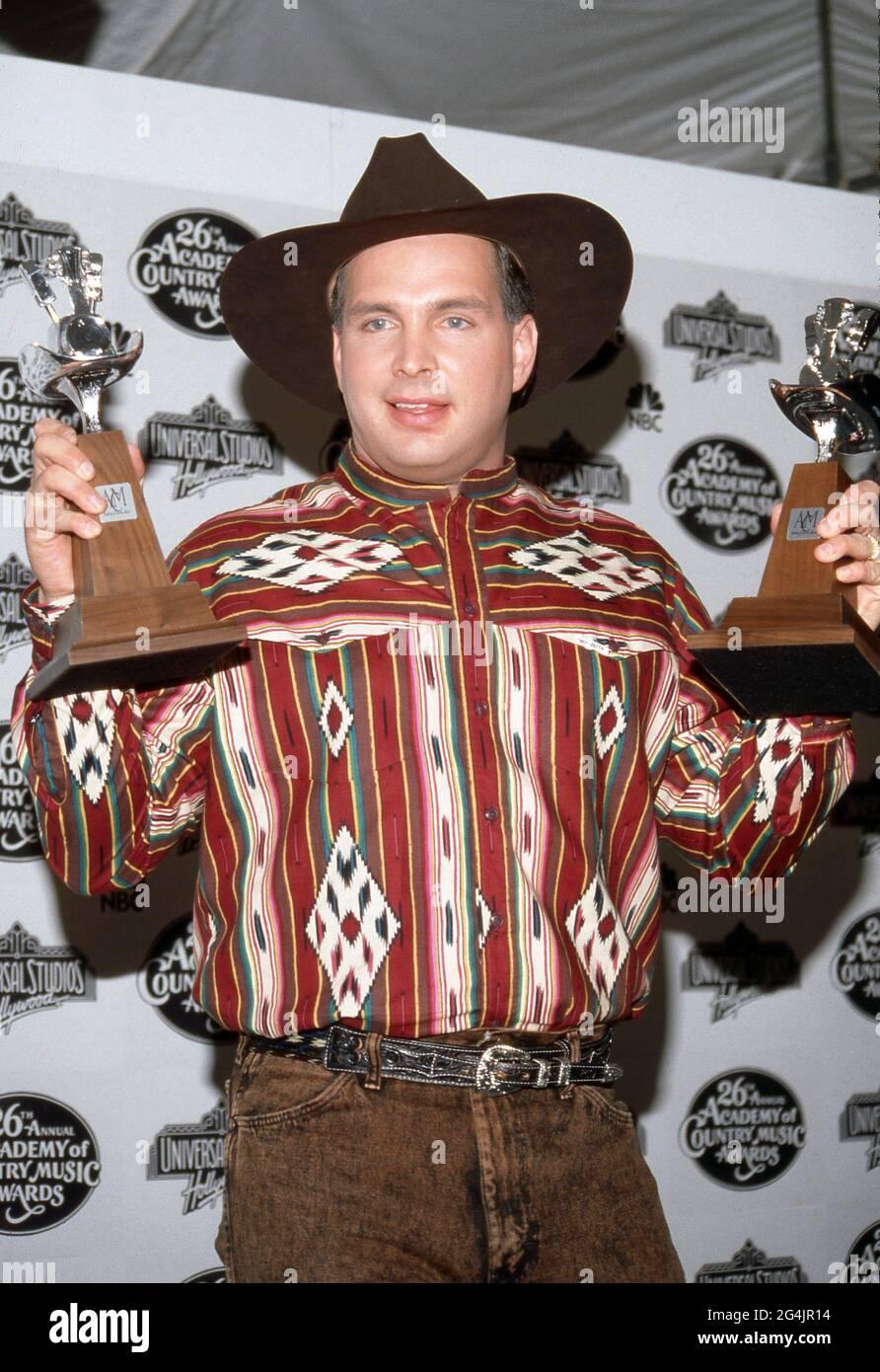 Garth Brooks en los Premios anuales de la Academia de Música Country 26th en Universal Ampitheater en Universal City, California 24 de abril de 1991 Crédito: Ralph Dominguez/MediaPunch Foto de stock