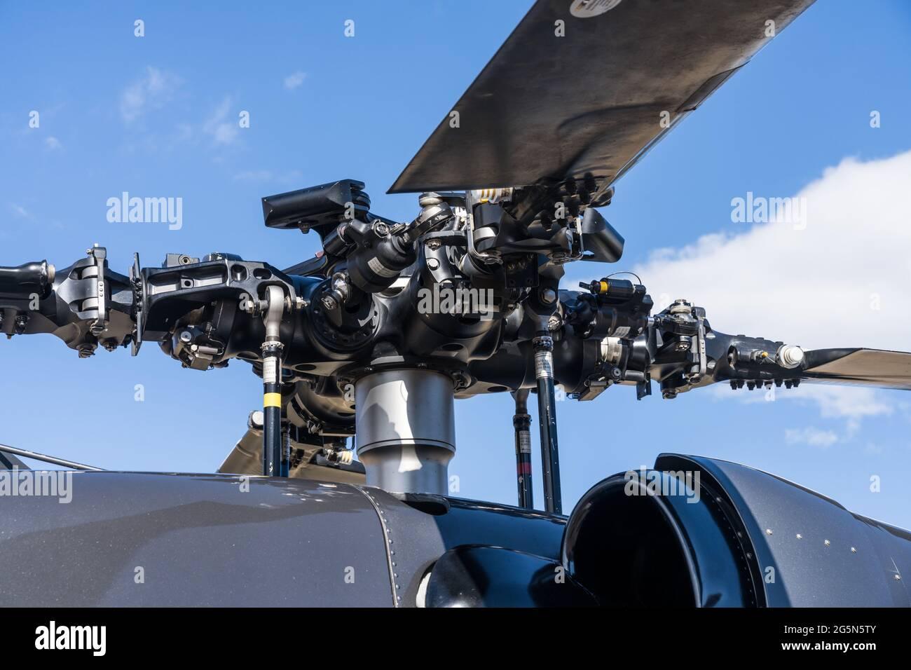 El cabezal del rotor completamente articulado o el cubo del rotor en un helicóptero Sikorsky UH-60. Foto de stock