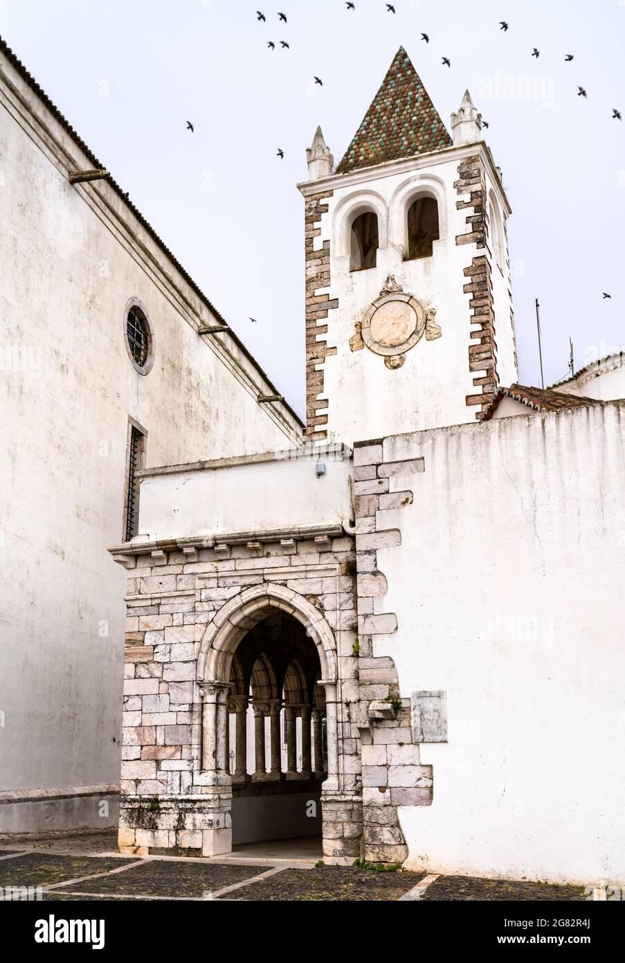 Iglesia de Santa María en el Castillo de Estremoz en Portugal Foto de stock